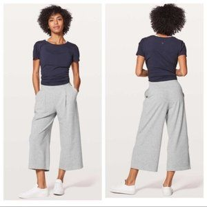 """Lululemon Can You Feel the Pleat Crop 21"""" 4 NWOT"""